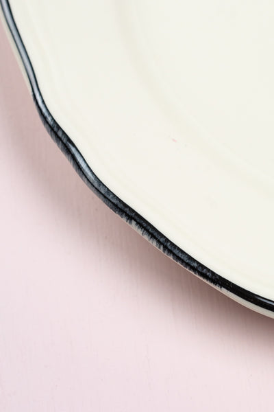Scalloped Edge Black Rim Dinner Plates - Set of 4