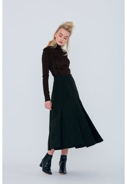 416 / Pleated Skirt w Pointed Yoke