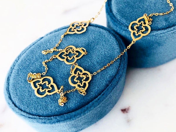 Seven Gold Flowers Necklace