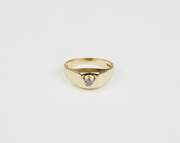 Middle mark signet ring