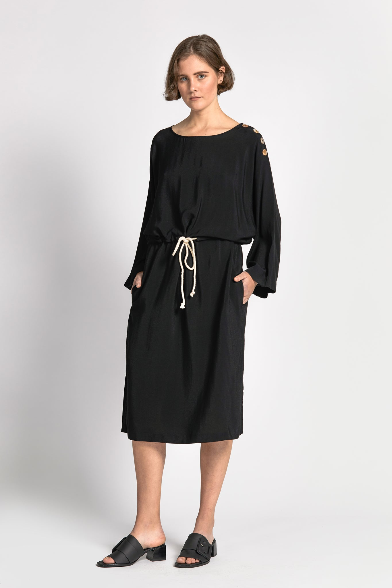 hau dress black