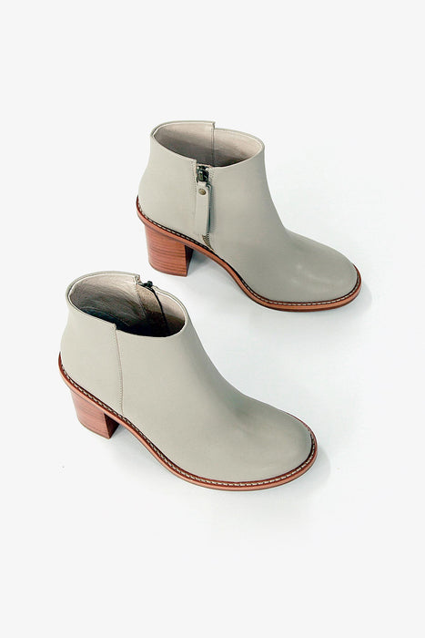 sandy boot taupe