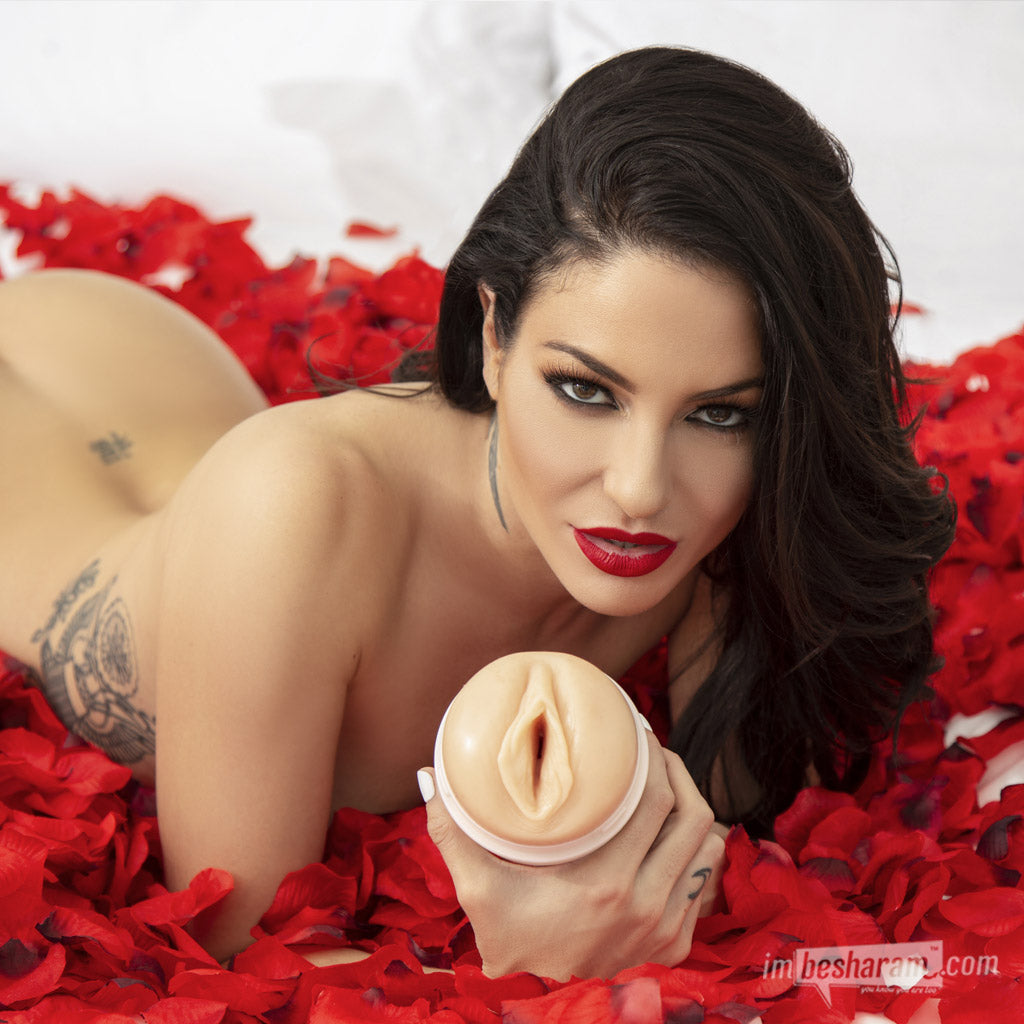 Fleshlight Girls® Kissa Sins Masturbator main image 2