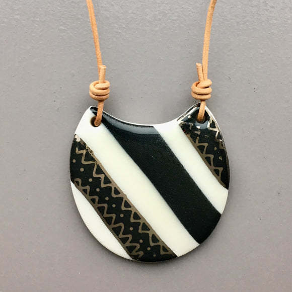 Black and White Necklace 001