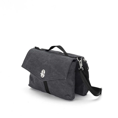 Qwstion Shoulderbag: Washed Black