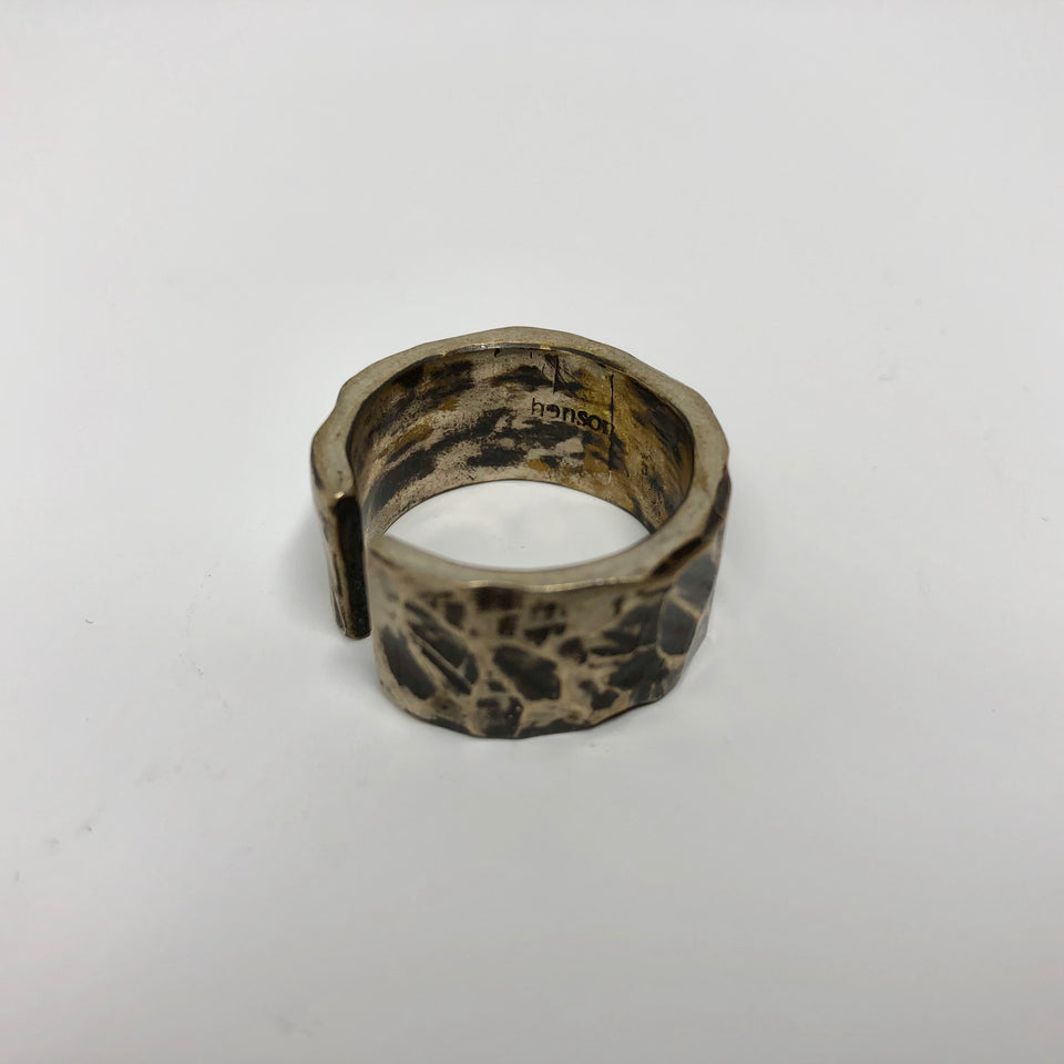 Henson Carved Split Ring