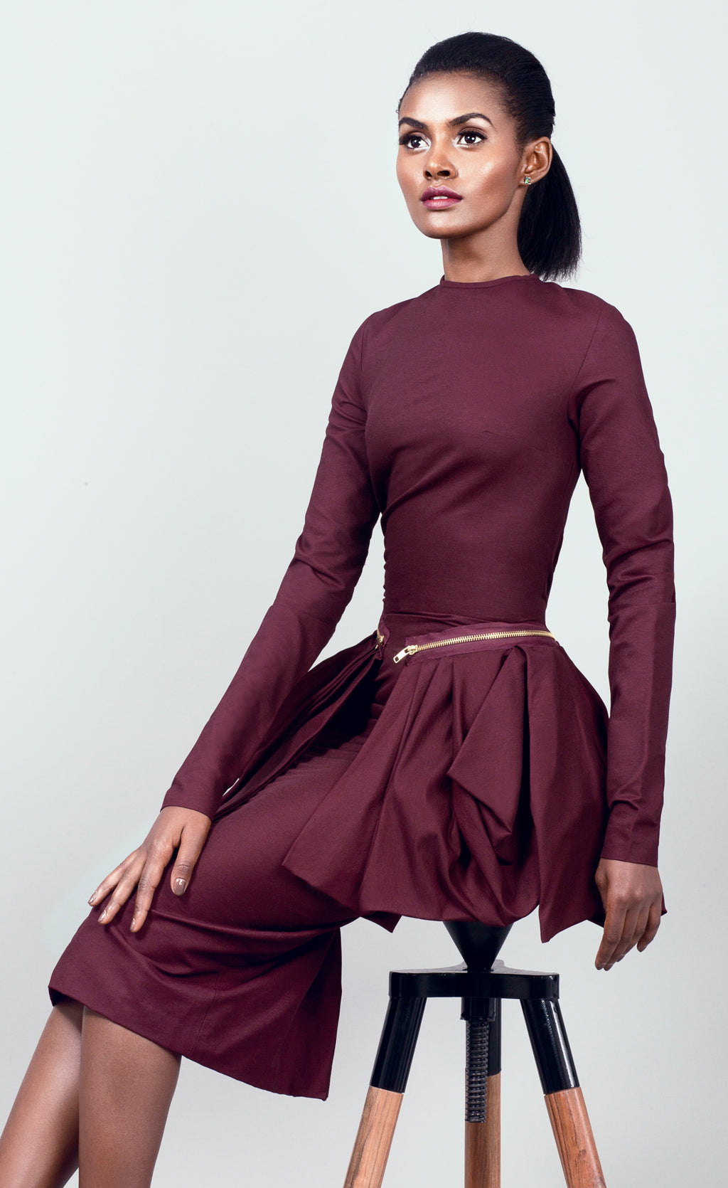 Semi-fitted round neck Dress with pleated peplum