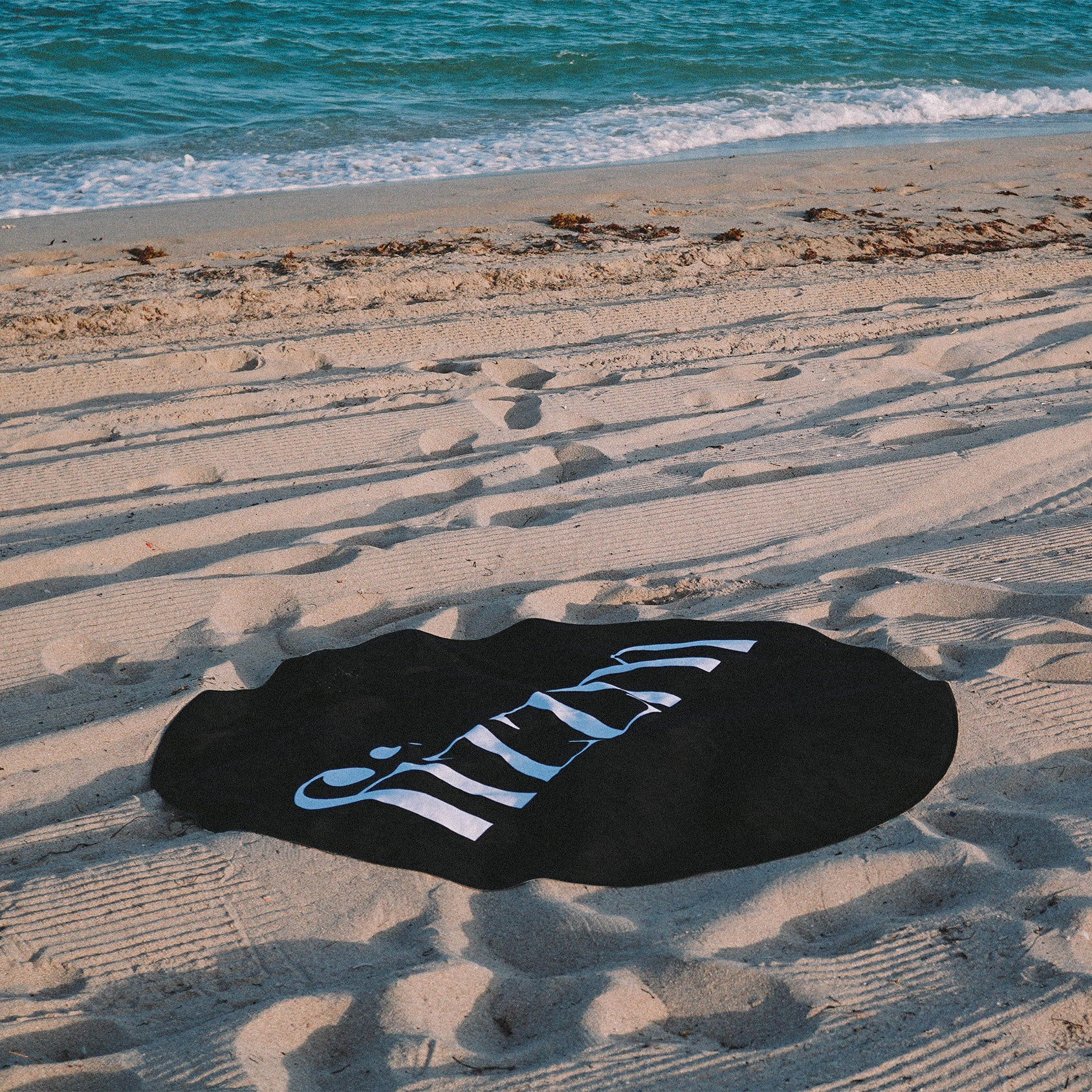 Round Oversized Logo Beach Towel - Fizzm