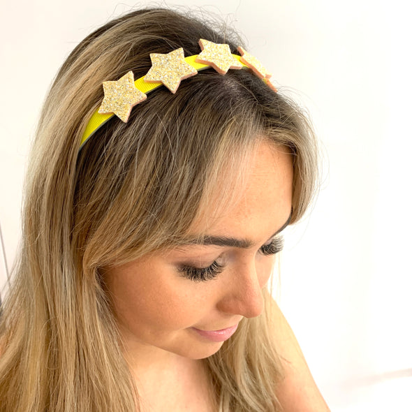 Gorgeous yellow headband to make your mermaid dreams come true!  Best fit for a child/teenager.  Yellow ribbed ribbon fitted on a white plastic headband with six big yellow glitter sparkly foam stars.  Super comfortable. Available in other colours.   Check out the rest of our headbands on our site.