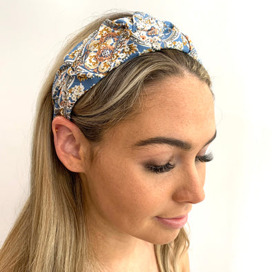 Gorgeous Headband with a beautiful floral blue coloured fabric, including shades of light pink and tan colouring.  Super light weight, perfect for a Summer's Day!  One Size fits all.