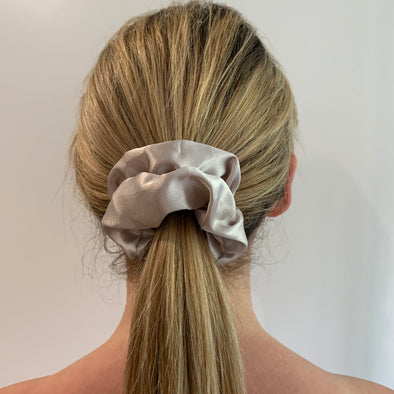 Scrunchies are back and they're here to stay! These stunning scrunchies look great in your hair and also work as gorgeous accessories.  Colour/Pattern: Champagne Material: 100% Mulberry Silk  Washing instructions: Cold hand wash  Dimensions: Material width approximately 4 cm  Made by us in Bondi Beach  With love from Larzy xx