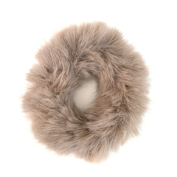 Scrunchies are back and they're here to stay! These stunning scrunchies look great in your hair and also work as gorgeous accessories.  Colour/Pattern: Light Brown Material: Faux fur  Dimensions: 8.5 cm across and stretches to max of 16 cm  Origin: Imported  With love from Larzy xx