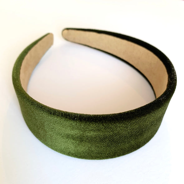 Gorgeous khaki velvet headband that sits flat on the head  4cm at the widest part (sits at the top of the head)  Care: Use clean damp cloth  Imported
