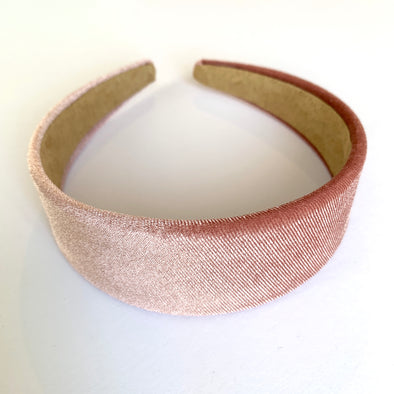 Gorgeous dusty pink velvet headband that sits flat on the head   4cm at the widest part (sits at the top of the head)  Care: Use clean damp cloth  Imported