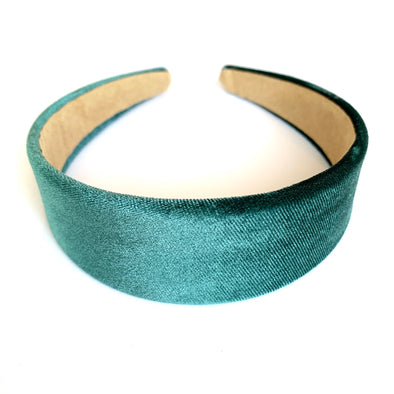 Gorgeous teal velvet headband that sits flat on the head  4cm at the widest part (sits at the top of the head)  Care: Use clean damp cloth  Imported