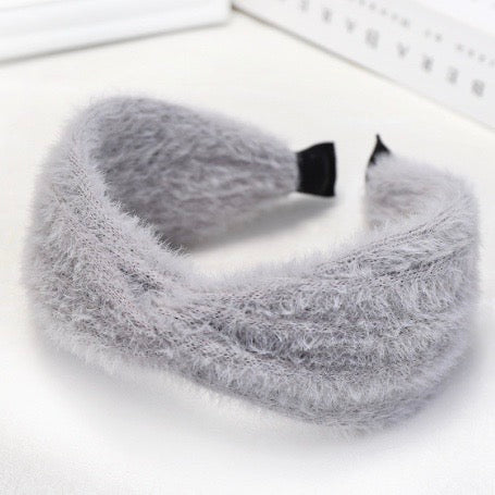 Get ready for winter with the gorgeous Aspen furry grey headband with twist at the front.   The Aspen sits quite high off the head (twist is about 3 1/2cm hight) to give a statement look.  Imported.