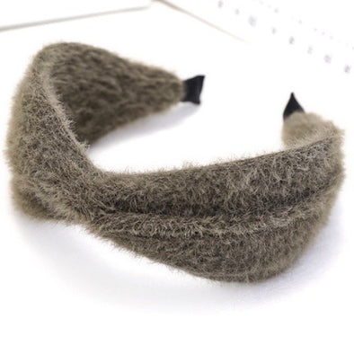 Get ready for winter with the gorgeous Aspen furry khaki headband with twist at the front.   The Aspen sits quite high off the head (twist is about 3 1/2cm hight) to give a statement look.  Imported.