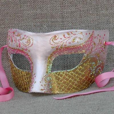 Colombina Heartbreaker Pink Masquerade Mask
