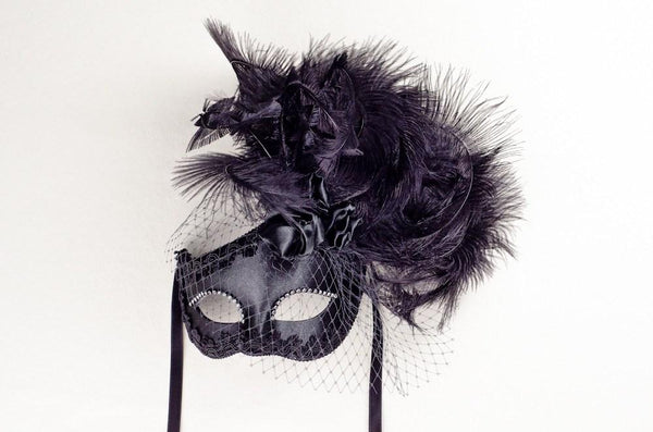 Dolce Rosa Black Masquerade Mask