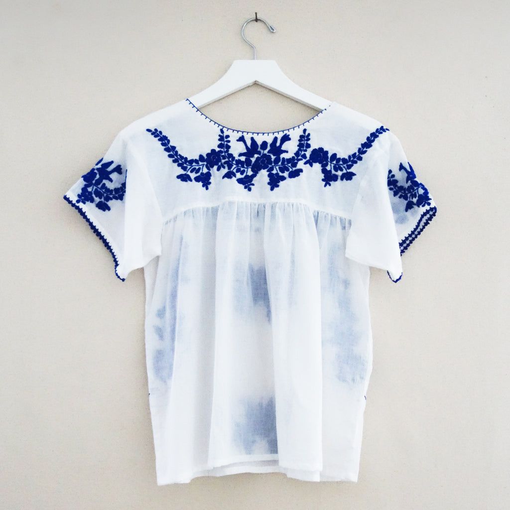 Puebla top white/blue
