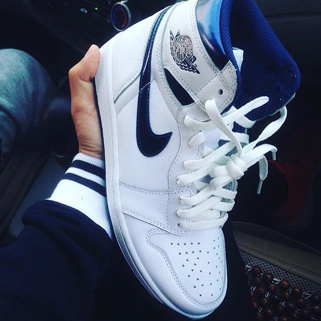Air-Jordan-1-High-Metallic-Blue