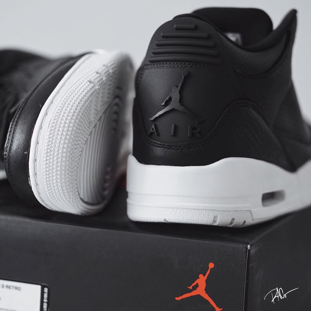 air-jordan-3-cyber-monday-black-white-close-up