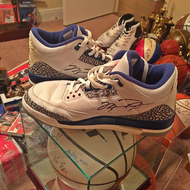 air-jordan-3-og-true-blue-autographed