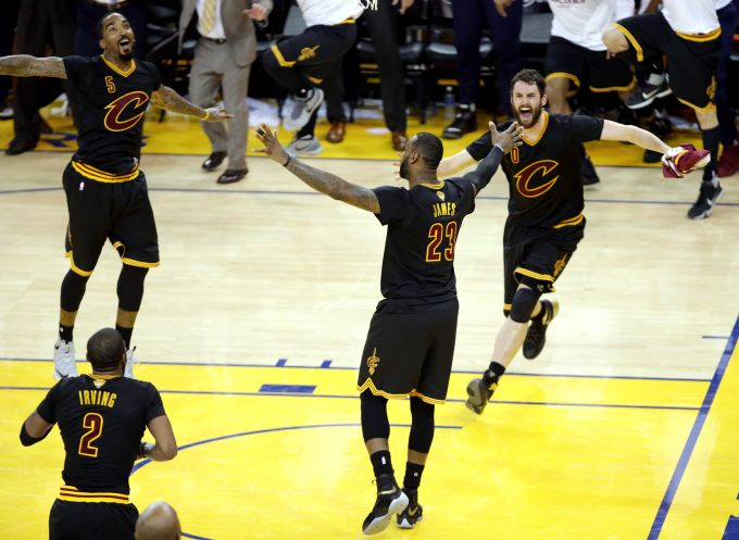 lebron-cavs-game-7-on-court-celebration