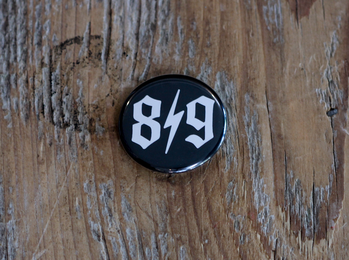 O.E. Button Pin B/W