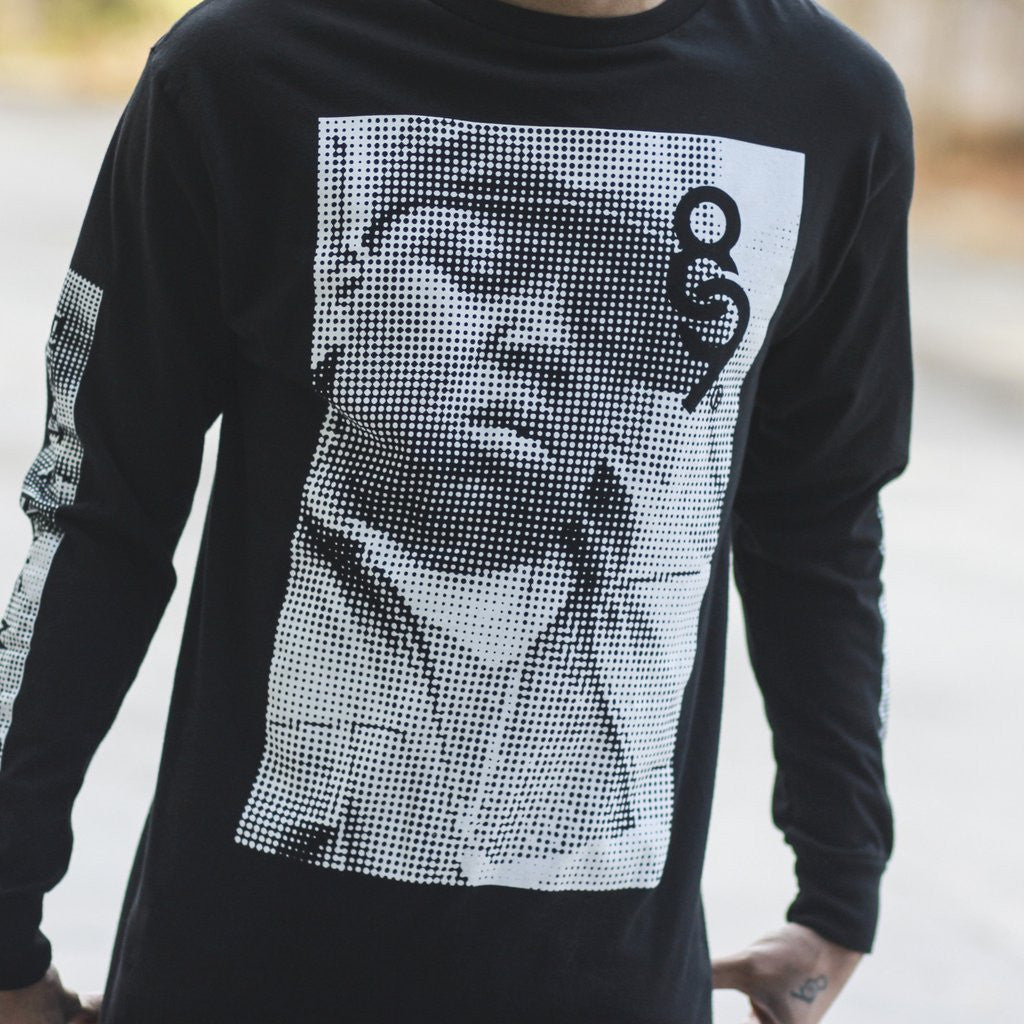 Gimmie the Loot ls tee black close up center