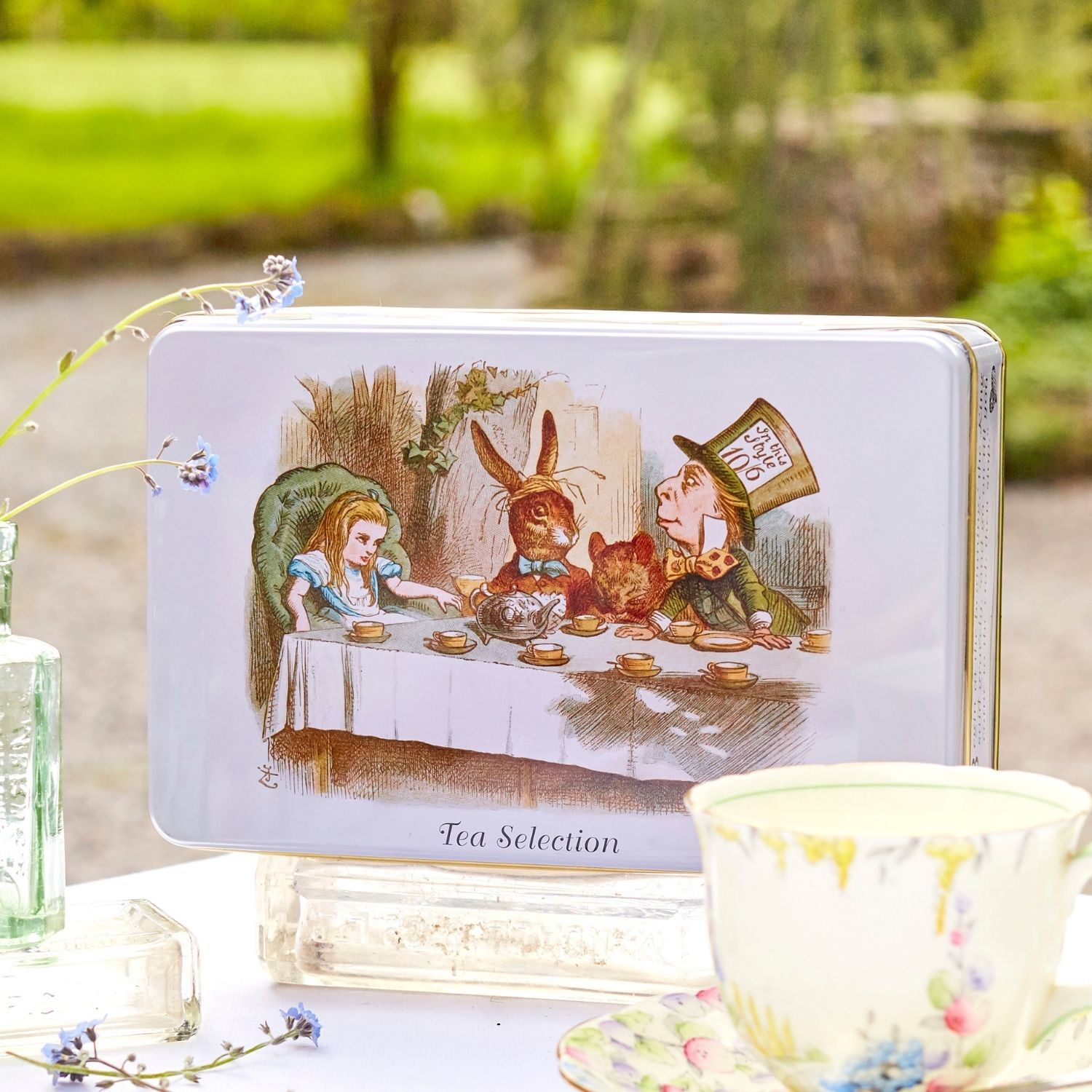 Alice in Wonderland English Tea Gift Tin with 100 teabag selection Black Tea New English Teas