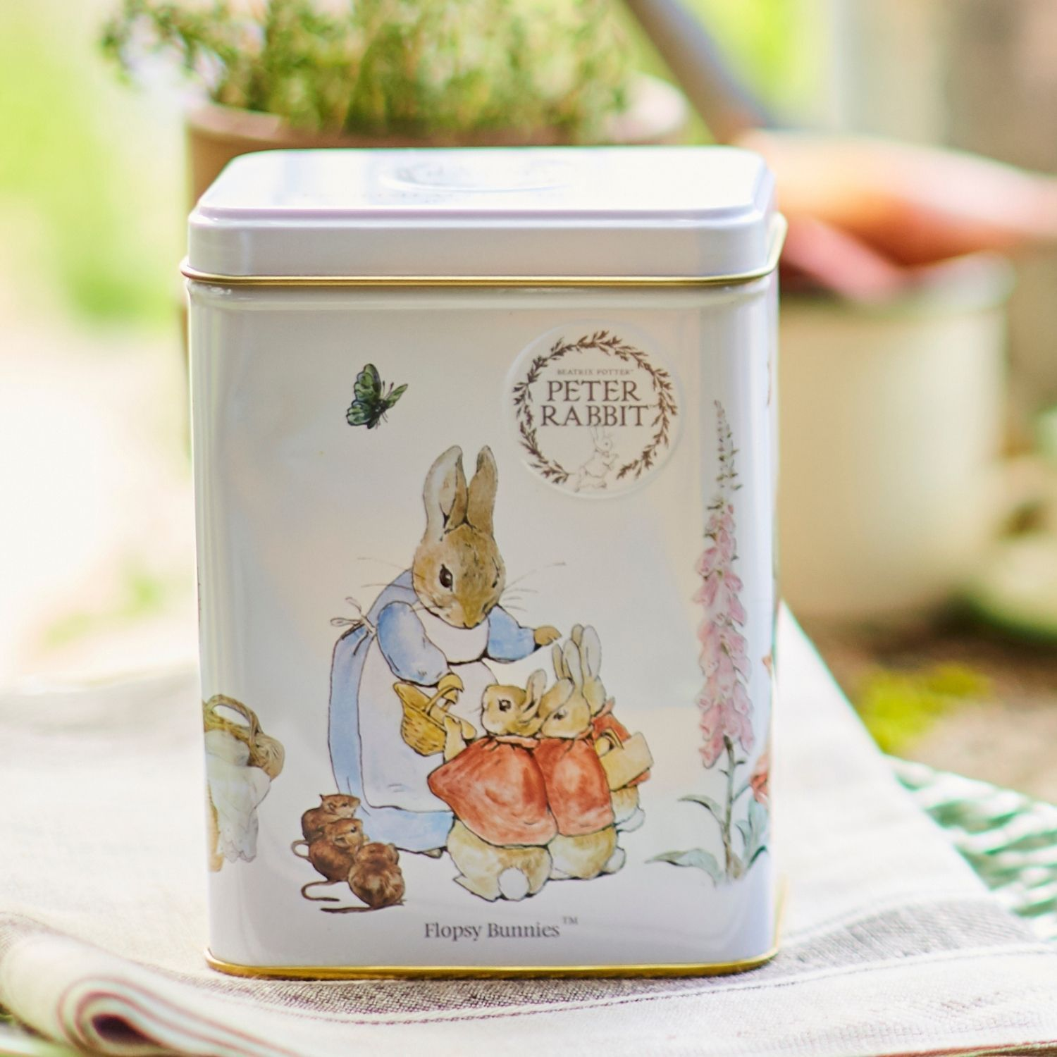 Beatrix Potter Tea Tin with 40 English Afternoon teabags Black Tea New English Teas