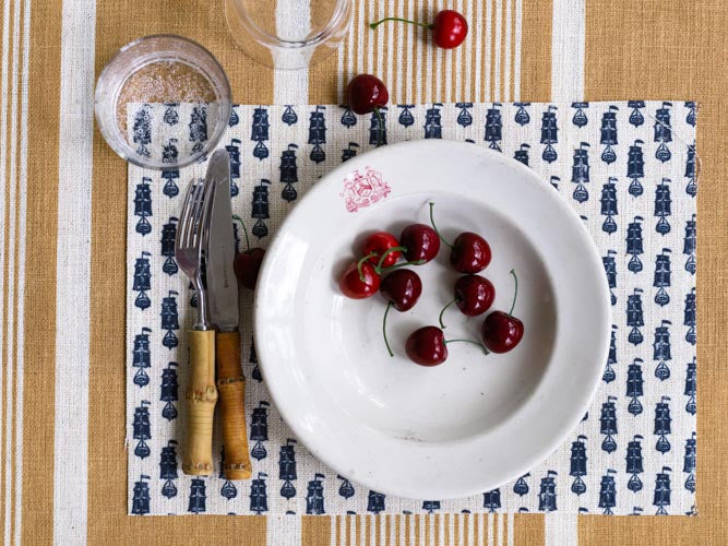 Tablesetting with Windswept Ship Fabric Print