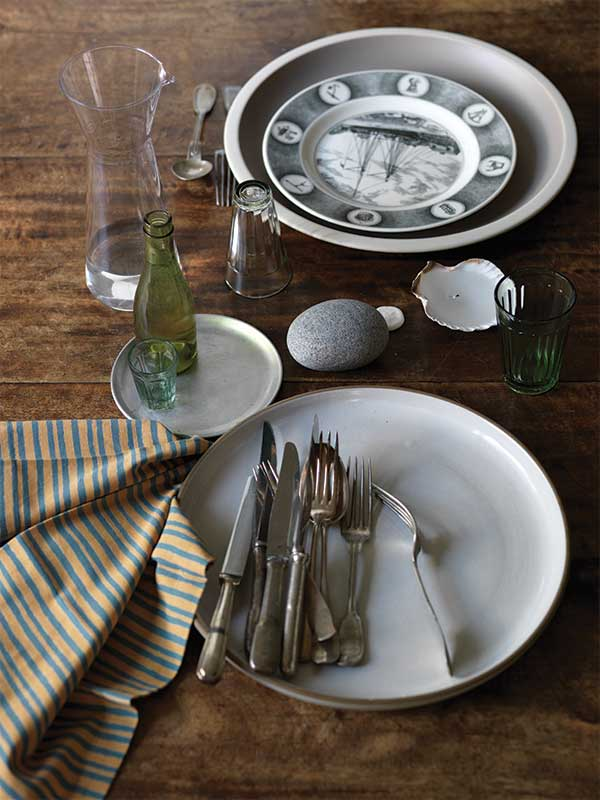 sibella-court-styling-Christmas-plate