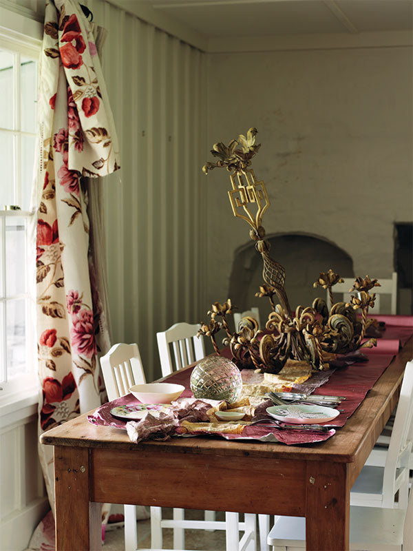 sibella-court-styling-Christmas-table-setting