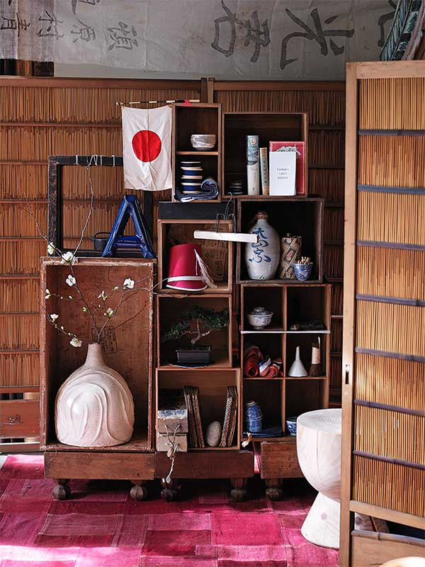 sibella-court-stylist-guide-Japan-shelves-flag