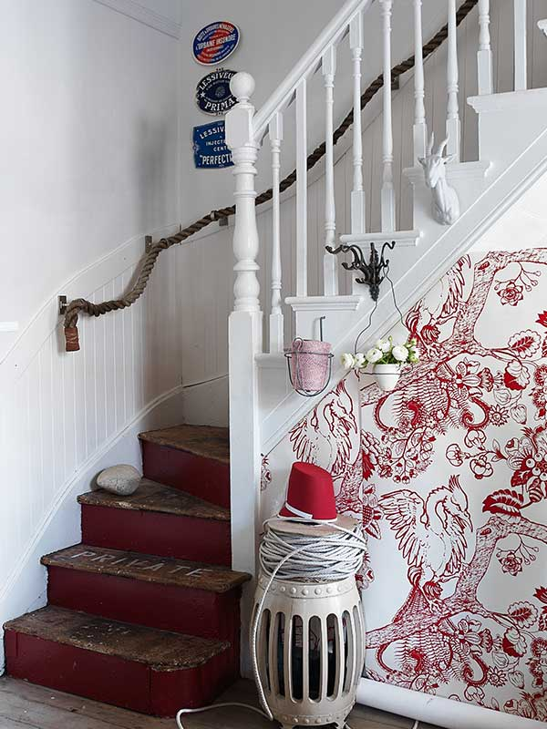 sibella-court-stylist-guide-Japan-stairs