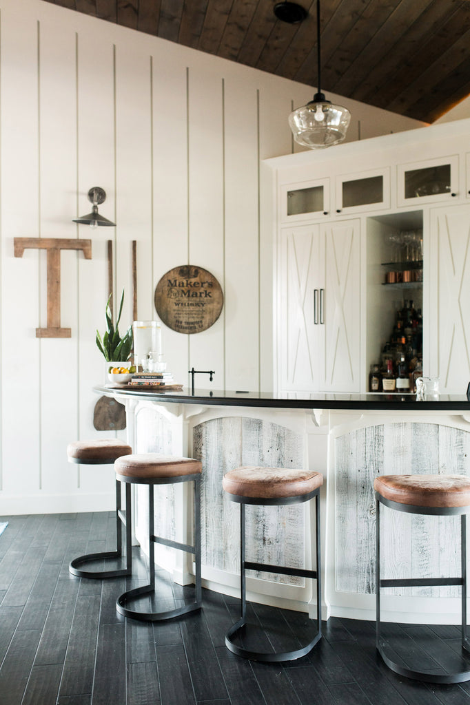 Weathered wood white wood wall decor keeps this wet bar looking fresh and fun.