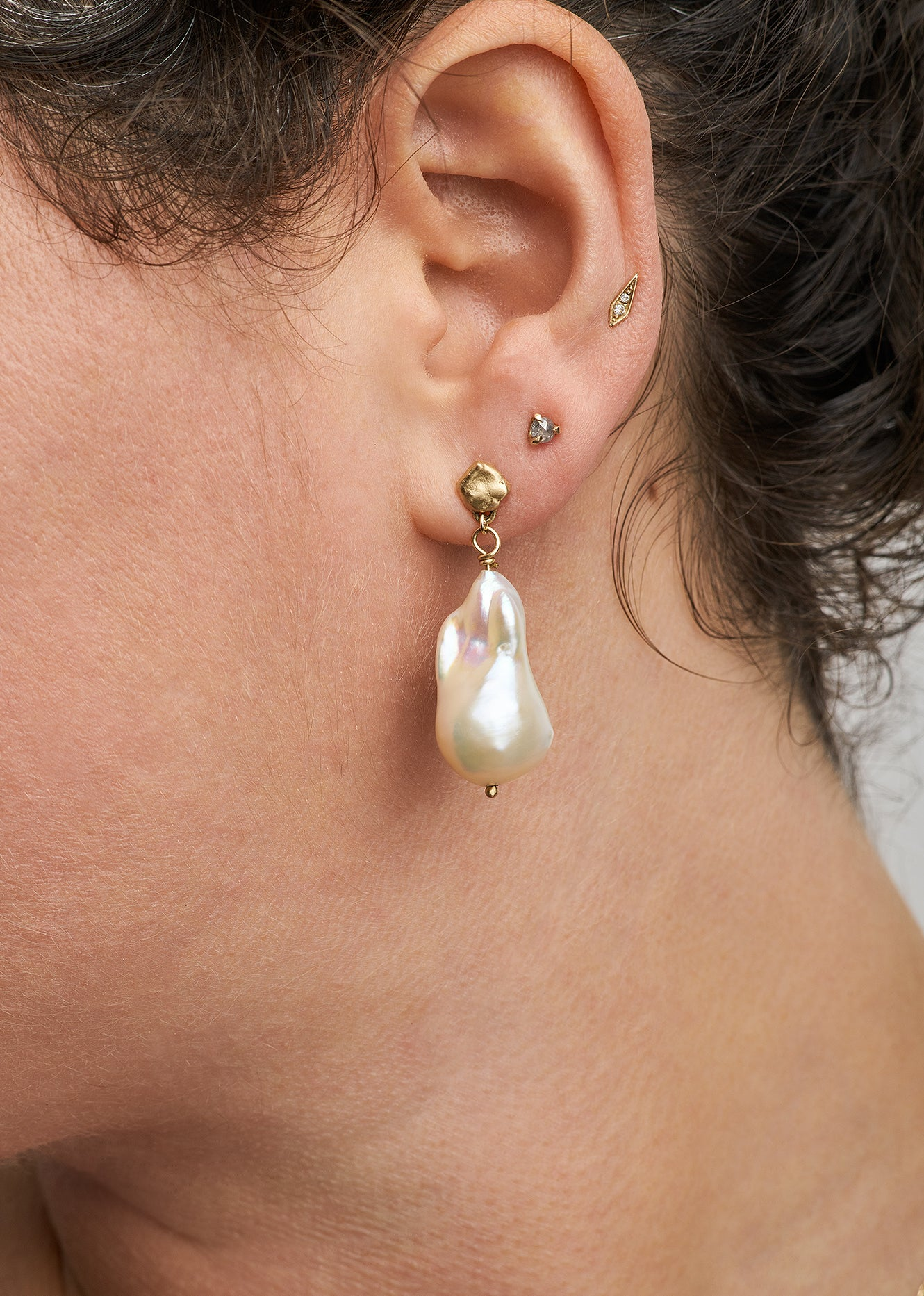 Finn Pearl Earrings