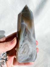 Load image into Gallery viewer, Agate Geode Point