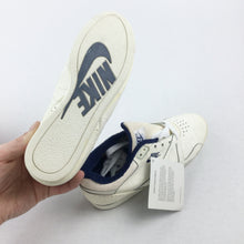 Load image into Gallery viewer, Nike Deadstock Pyramid Plus 70's Sneaker - EUR36