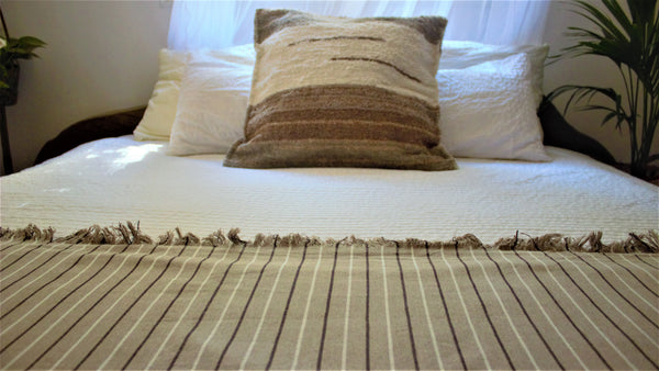 Beige throw woven in Andalucia using recycled thread - eco throw detail