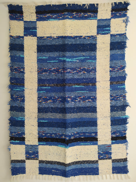 Blue and off-white eco rug handmade in Andalucia with recycled material