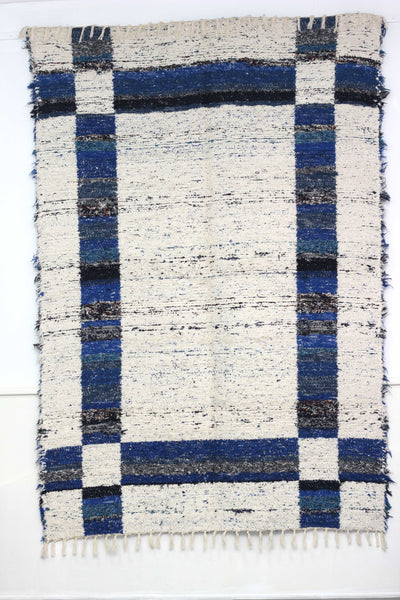 Dark blue Granada thick eco rug handmade in Andalucia - off-white side