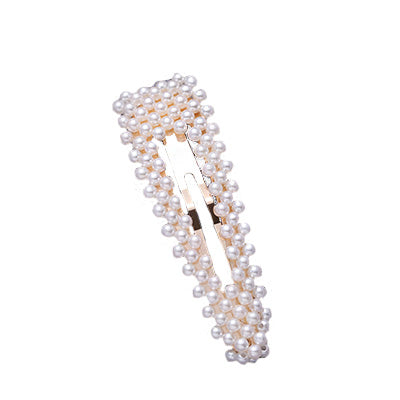 Golden pearls triangle clip