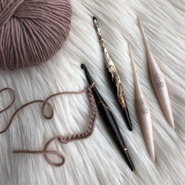 Streamline Swirl - Ergonomic Crochet hooks (Cafe & Cream)