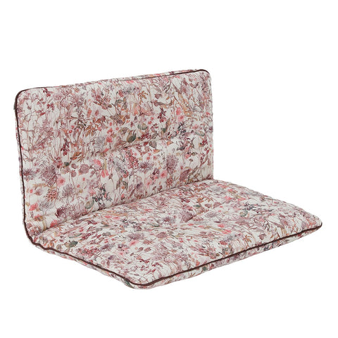 "Den smukke hynde, ""Esther Cushion"" fra We Are Bitte. Her i printet ""Wild Flowers"". Hynden passer til elefantstolen, ""Eskild Toddler Chair""."