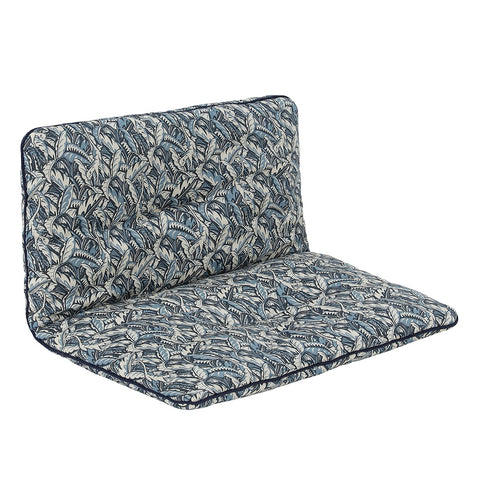 "Den smukke hynde, ""Esther Cushion"" fra We Are Bitte. Her i printet ""Blue Leaves"". Hynden passer til elefantstolen, ""Eskild Toddler Chair""."