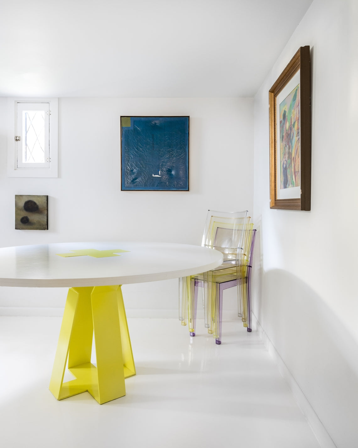 retro cool dining table and plastic chairs