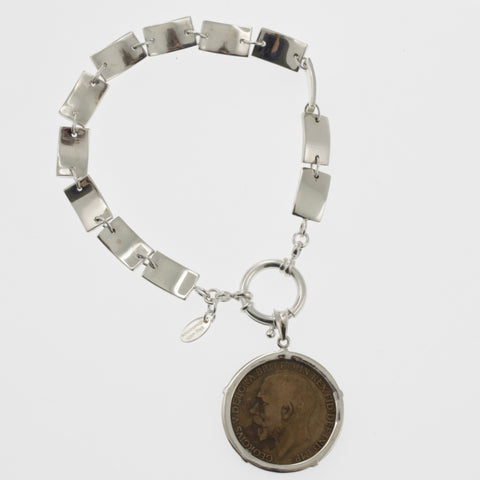 Coin bracelet on curved rectangle chain with penny